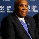 Female exec sues Frank Robinson, MLB for gender discrimination