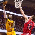 LeBron fights back with 33 to lead Cavs to Game 2 win over Bulls, tie series